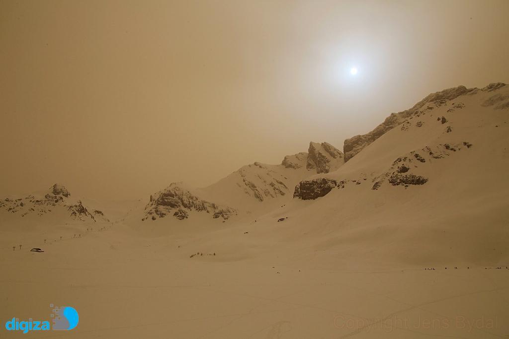 آسمان مریخی بر فراز کوه آلپ