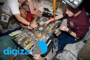 فضانوردان چه غذاهایی می خورند؟